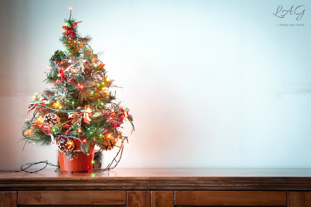 We aren't back to the frantic, stressful Christmas, but we are observing a quiet, lovely, family celebration of God's greatest gifts to us all. via lagarfias.com